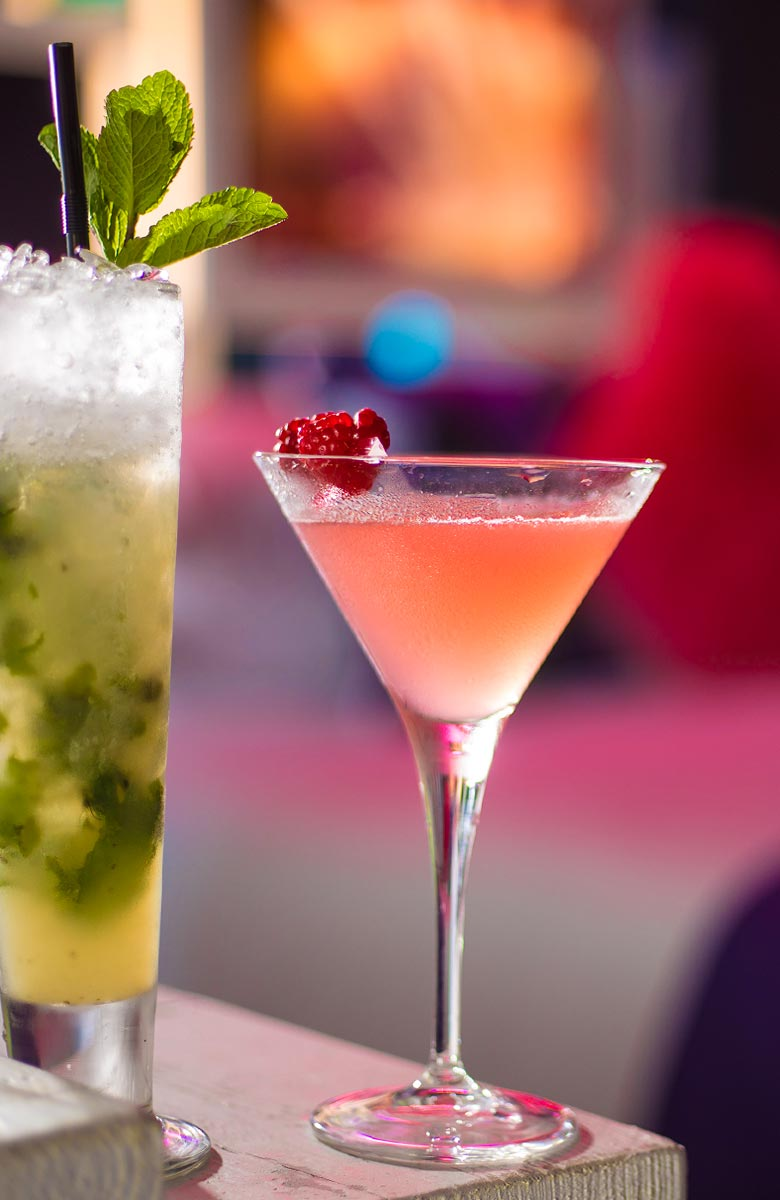 barman-home-pink-drink